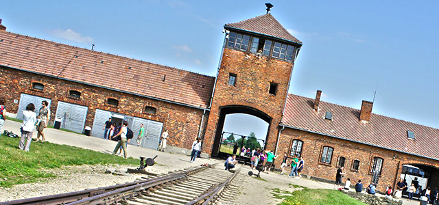 feature_Auschwitz-Concentration-Camp