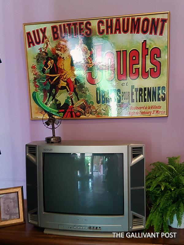 Monica's living room in Central Perk