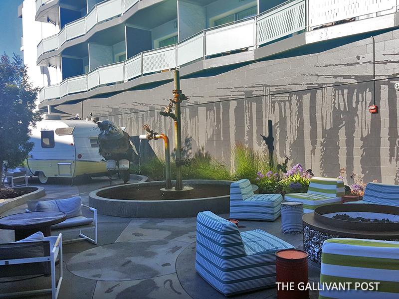 Hotel Zephyr courtyard
