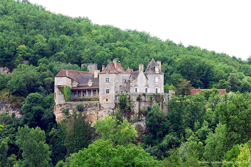 The 13th century The Chateau de Cénevières