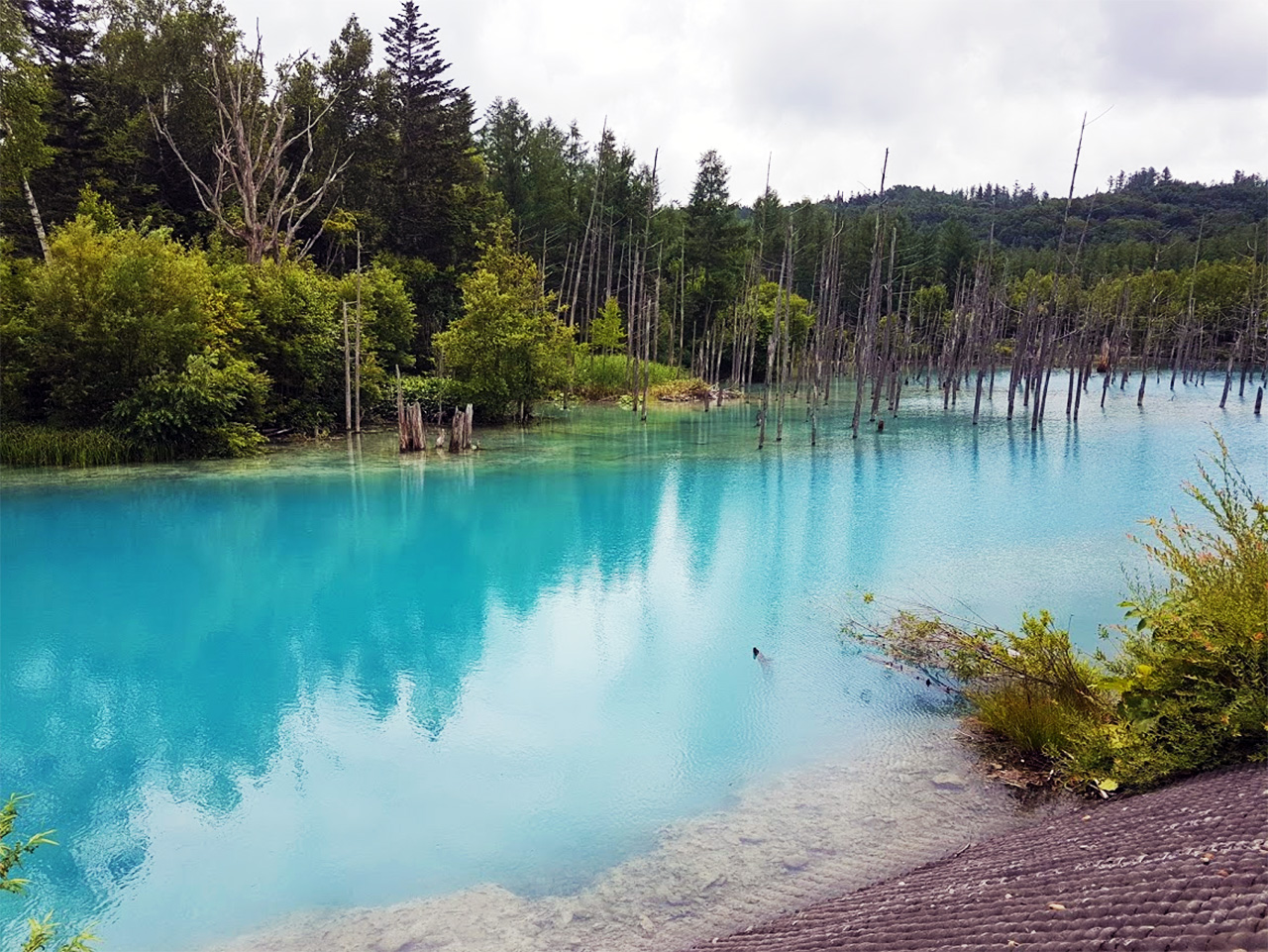I visited in Summer, and was treated to the most beautiful shade of Turquoise.